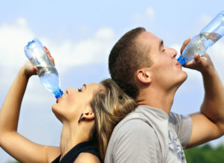 πίνουμε νερό