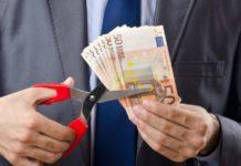 Μέτρα - φωτιά προβλέπει ο «κόφτης» - Μειώσεις συντάξεων, νέοι φόροι