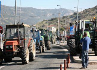 Μπλόκα στήνουν οι αγρότες στη δυτική Μακεδονία