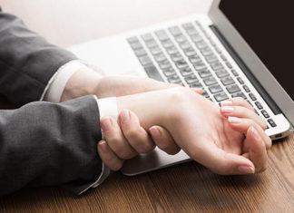 Χέρια και πόδια που μουδιάζουν: 7 πιθανοί λόγοι