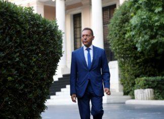 Στουρνάρας: «Η έξοδος από το ευρώ θα είναι απόλυτη καταστροφή»