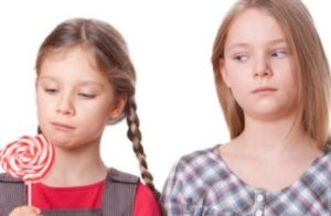 Πώς θα βοηθήσετε το παιδί να ξεπεράσει τη ζήλια