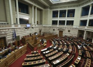 Καίγεται το σενάριο των 180 βουλευτών και επανέρχεται η συζήτηση για πρόωρες εκλογές
