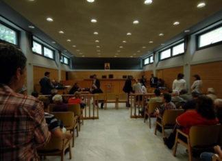 Βόλος - Απίστευτη κλοπή: 47χρονη άρπαξε τα έγγραφα από την έδρα του δικαστή!