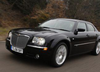 Η αντικοινωνική συμπεριφορά του Chrysler 300C (vid)