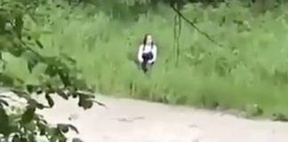 Βίντεο-σοκ: 15χρονη πηδάει μέσα σε αφρισμένο ποτάμι για τη «Μπλε Φάλαινα»
