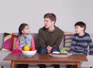 Παιδιά προσπαθούν να περιγράψουν τα χρώματα σε έναν τυφλό.
