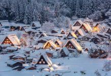 """Σιρακάουα: το παραδοσιακό ιαπωνικό χωριό με τις """"ενωμένες παλάμες""""."""